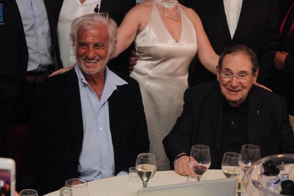 A Mougins, Robert Hossein reçoit un prix des mains de Jean-Paul Belmondo!