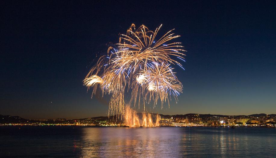 Les feux d'artifice du mois d'Août 2015 sur la Côte d'Azur !