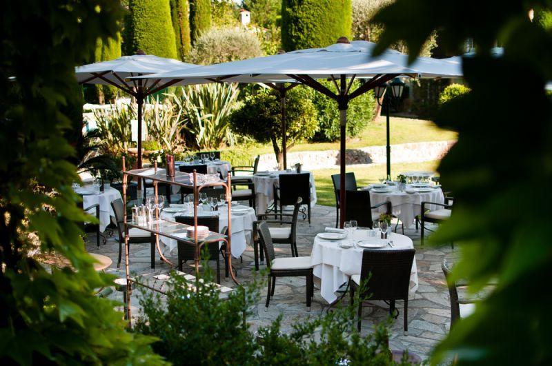 H tel de mougins un havre de paix au restaurant le jardin for Resto au jardin