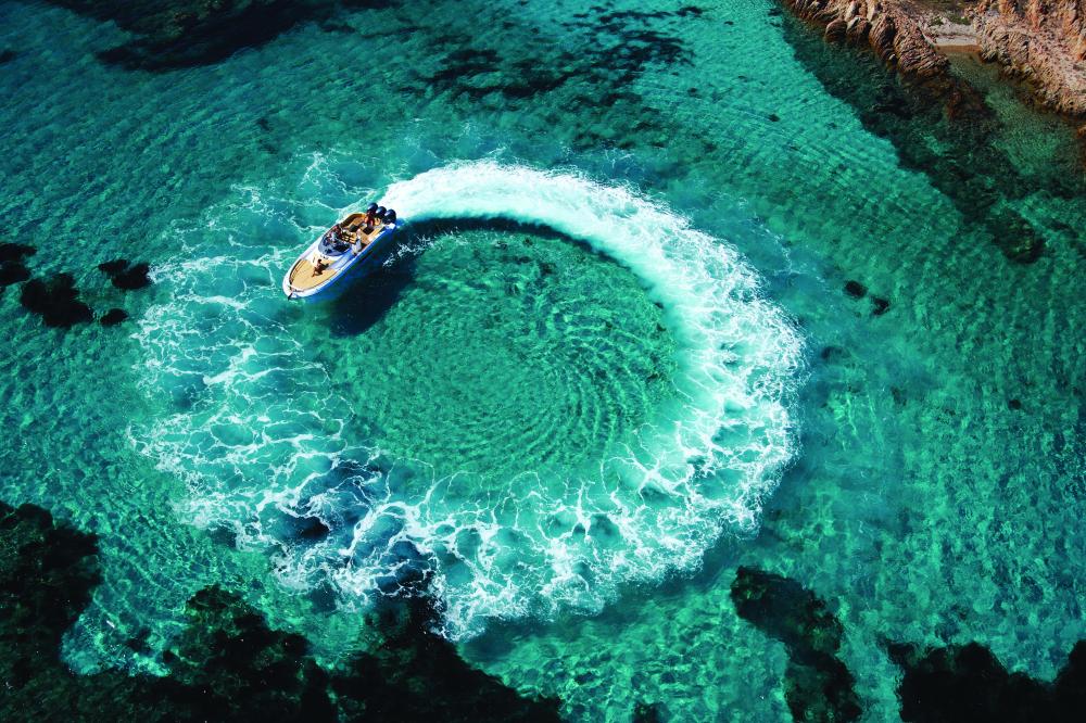 cannescollection_bateau-eau-turquoise