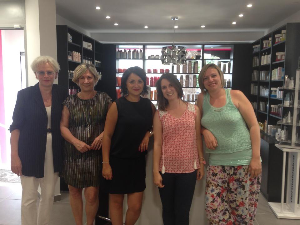Domenica entourée de nos lectrices Valérie, Marie-Dominique, Camille et Caroline