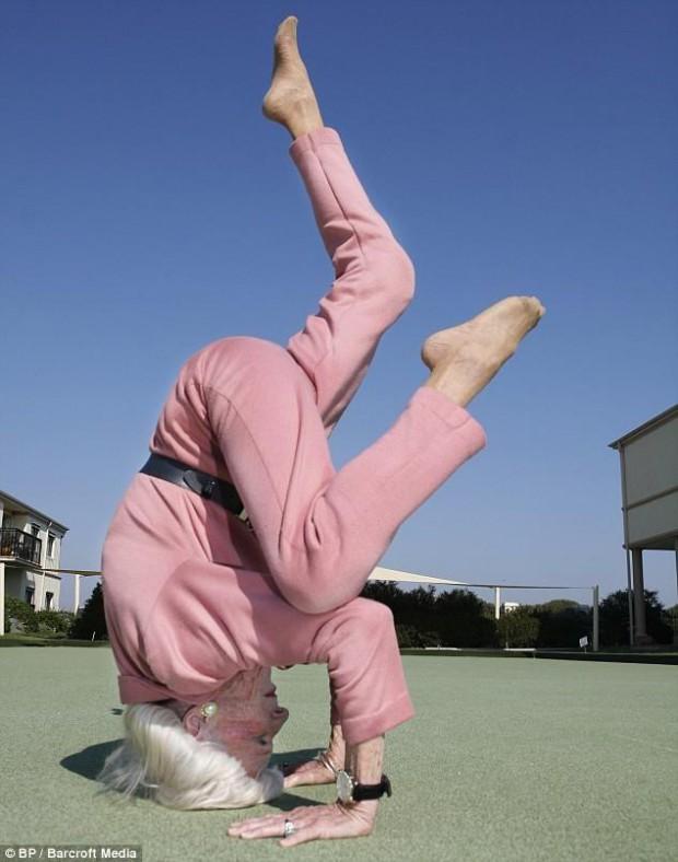 mrs-calman-super-grand-mere-yoga-L-2-620x788