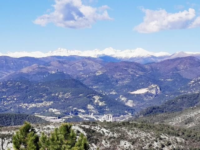 montagnes-enneigees-parc-grande-corniche