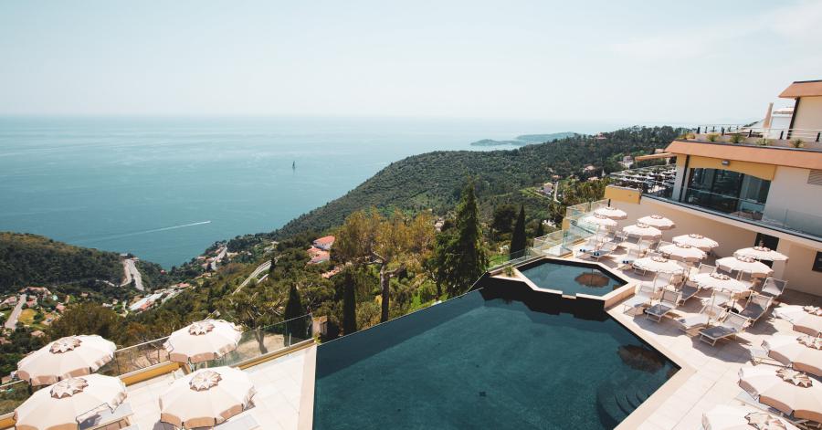 terrasse-eze-piscine-pool-day