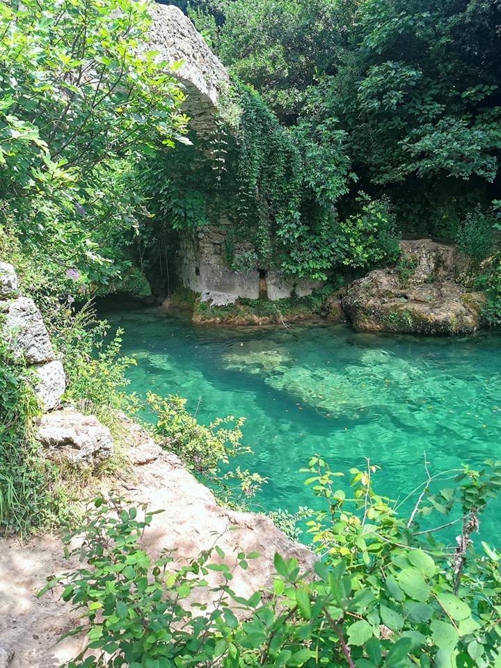 eau-turquoise-pont-des-tuves